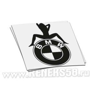 Наклейка девушка сидит на лого BMW